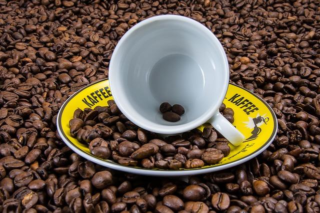 UN CAFÉ QUI EST AU-DESSUS DU RESTE