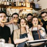 La semaine du café au Royaume-Uni élève 426 000 $ pour des projets humanitaires