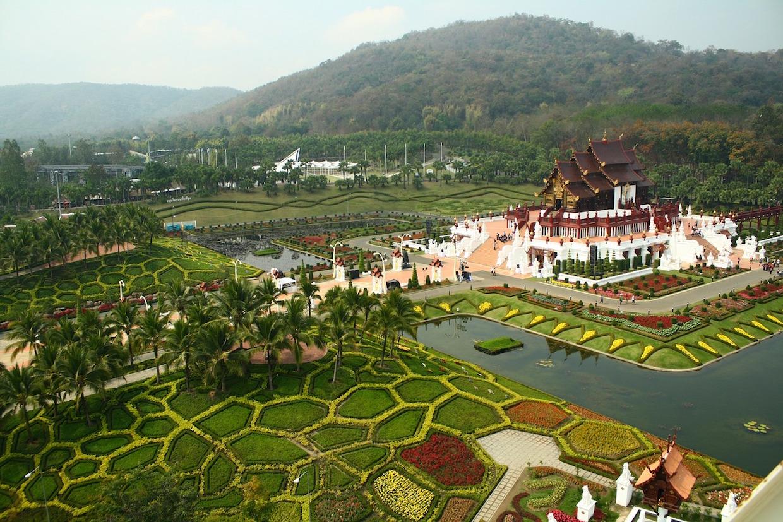 """Pavillon royal (Ho Kham Luang) Dans le parc royal Ratchaphruek de Chiang Mai """"width ="""" 1240 """"height ="""" 827 """"/><p class="""