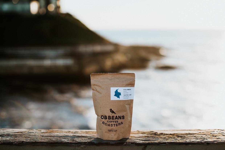 """OB Beans ocean beach """"width ="""" 1240 """"height ="""" 827 """"/></p></noscript><p> OB Beans s'approvisionne actuellement auprès d'importateurs, y compris en tant que café interaméricain et Global Coffee Trading, tous deux Les bureaux de San Diego. L'équipe fondatrice d'OB Beans a voyagé ensemble pour se retrouver avec des agriculteurs dans le passé et ils espèrent que je coopère avec les expéditions Ride for Water qui se produisent une ou deux fois par an.</p><p> <em> Les grills à café OB Beans sont maintenant ouverts au 4879 Newport Ave. Dans Ocean Beach, San Diego. </em></p><p> <span id="""