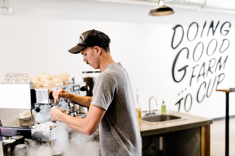 """OB Beans ocean beach """"width ="""" 1240 """"height ="""" 827 """"/></p></noscript><p>"""" San Diego a une bonne scène de café qui est entrée dans les dernières années, mais nous sommes Dans le quartier qui a été inconscient de cela. Nous luttons tous les jours contre la bonne bataille pour enseigner aux gens le café spécialisé """", a déclaré Veylupek à Daily Coffee News, expliquant que OB aborde des cafés spécifiques dans l'intention de rôtir certains dans la gamme moyenne Pour accentuer le chocolat et les notes sucrées plus accessibles, espérons que s'engager auprès des habitants de la «vieille école». Une fois que cette connexion est faite, OB Beans espère que les clients prendront la prochaine étape pour échantillonner certaines des offres plus légères et plus aventureuses.</p><p> <img data-attachment-id="""