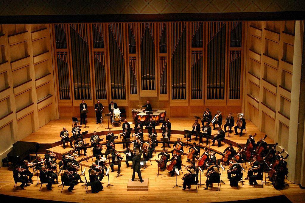 Dublin_Philharmonic_Orchestra_performing_Tchaikovskys_Symphony_No_4_in_Charlotte_North_Carolina.jpg