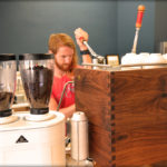 Dans NC, Full Bloom Coffee Roasters fleurit avec First Cafe