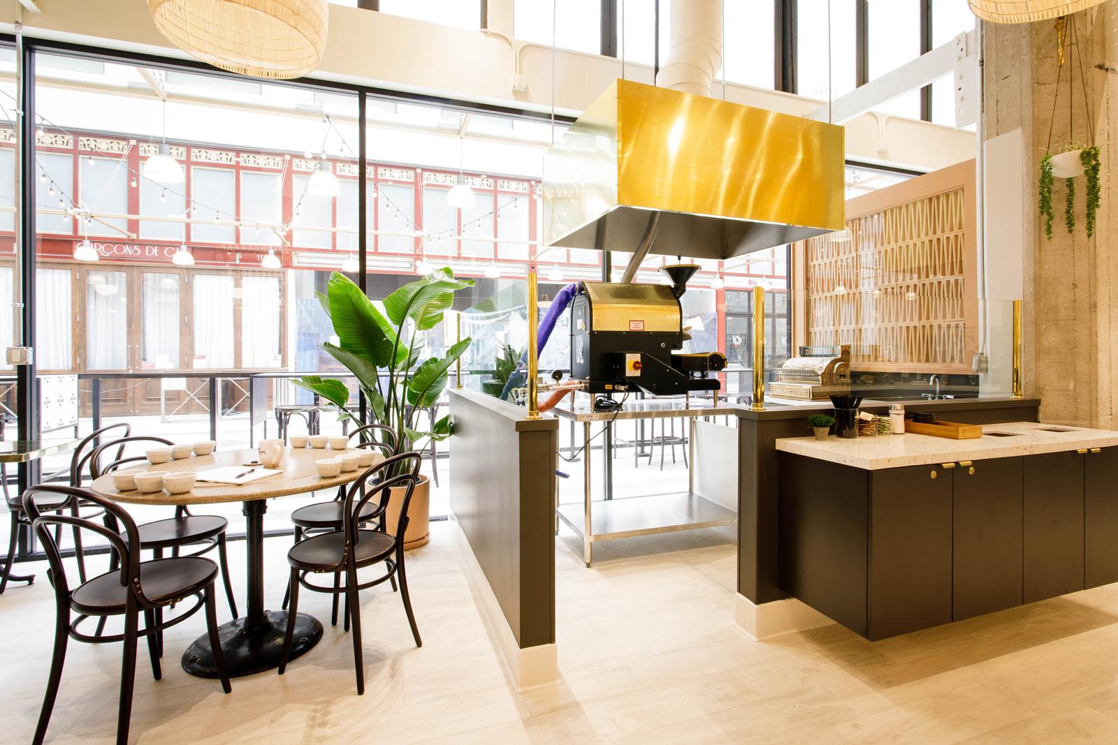 """Don Francisco's casa cubana downtown los angeles """"width ="""" 1600 """"height ="""" 1067 """"/></p></noscript><p> Les clients seront invités à assister à des ateliers de décoration et d'autres événements informatifs dans la salle de torréfaction Casa Cubana. """"Nous espérons que plus de cafés suivront. Pour l'instant, notre objectif est de faire réussir le Café Don Francisco, Casa Cubana en DTLA"""", a déclaré Gaviña-Valls.</p><p> <img data-attachment-id="""