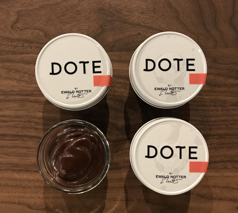 """Dote Café chocolat Bellevue Wash """"width ="""" 1240 """"height ="""" 1108 """"/></p></noscript><p> Les cafés de l'entreprise sont approvisionnés et rôtis par Dote Roastmaster Phillip Meech, également fondateur et torréfacteur de 17- Une marque de café de luxe """"Redmond, Lavé"""" intitulée Caffè Lusso. Doud respecte Meech en particulier pour sa qualité constante ainsi que son étant resté dédié à l'approvisionnement juste et transparent depuis """"avant qu'il ne soit cool""""</p><p> """"Ce que j'apprécie vraiment de lui, c'est qu'il a vraiment un goût intemporel plus que Tout ce qui se sent très tendance """", a ajouté Doud, notant que, même si le style de Meech et de Dote par la suite présente certaines similitudes avec le genre d'équilibre de douceur et d'acidité que les torréfacteurs poursuivent aujourd'hui, il est resté comme tel pendant des années sans être influencé dans le Direction des rôtis agressivement plus légers ou de l'acidité manifeste.</p><p> <img data-attachment-id="""