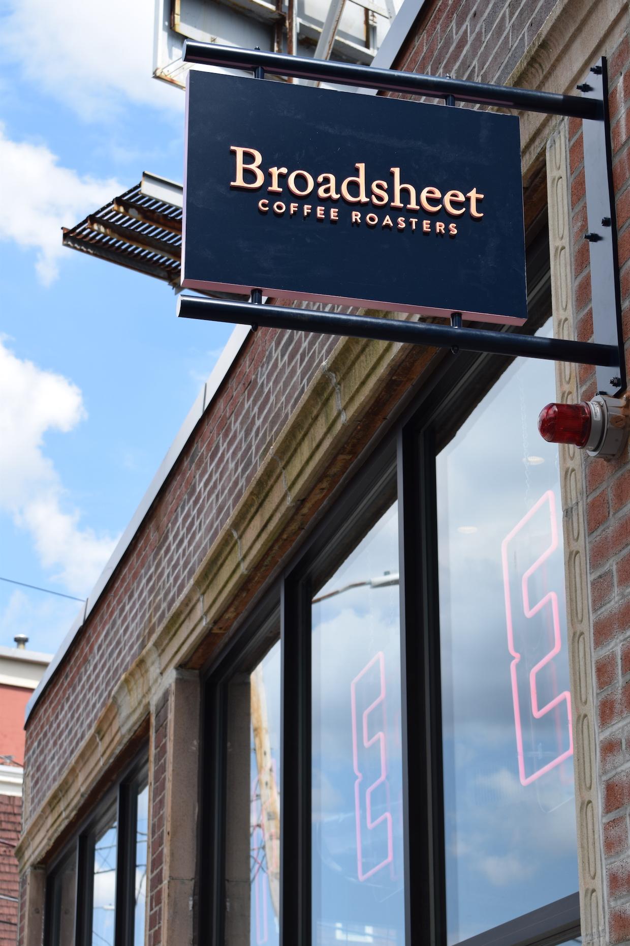 """Broa Dsheet coffee roasters cambridge boston """"width ="""" 1240 """"height ="""" 1860 """"/></p></noscript><p>"""" Je pense que la nourriture, le service et l'environnement du café sont probablement plus importants pour une bonne expérience pour la majorité des clients que Le café seul """", a déclaré MacDougall, créditant les antécédents palestiniens de Hazboun et ses compétences culinaires pour mettre le programme alimentaire à la vie. """"Je voulais également créer un espace où les gens pourraient se rencontrer, converser et échanger des idées – c'est difficile sans bonne nourriture"""".</p><p> Interrogé sur les objectifs futurs pour Broadsheet, MacDougall a déclaré: """"Il y a beaucoup Des pièces en mouvement à cette entreprise: le programme de rôtissage, de restauration et de nourriture. Tout d'abord, obtenez ces trois droits, obtenez nos opérations aussi efficaces et cohérentes que possible, gardez nos clients heureux et, espérons-le, acquérir de nouveaux produits. """"</p><p> <img data-attachment-id="""