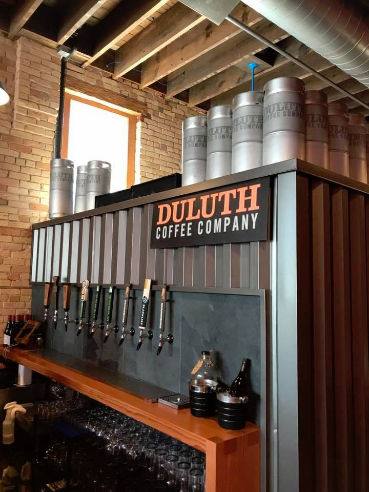 """Duluth Coffee Company bar """"largeur ="""" 720 """"height ="""" 960 """"/></p></noscript><p> Dans le café de l'entreprise de 850 pieds carrés d'origine, un 3 La machine -kilo US Roaster Corp. a été, à ce stade, la seule marque de verdure provenant directement des agriculteurs ou à l'aide de Cafe Imports à Minneapolis, tandis que le café-bar repose sur une ligne La Marzocco de 4 groupes associée à un Mazzer Robur Et un moulage Mahlkonig EK43 pour le marché Fetco et les brassages manuels Hario.</p><p> Le nouvel emplacement de 1 200 pieds carrés sera à la fin de ce mois-ci jusqu'à la machine comparativement hulking de 70 kilos, sous un premier étage de 1 000 pieds carrés qui abrite le nouveau bureau de l'entreprise et une formation et un brassage Laboratoire.</p><div id="""
