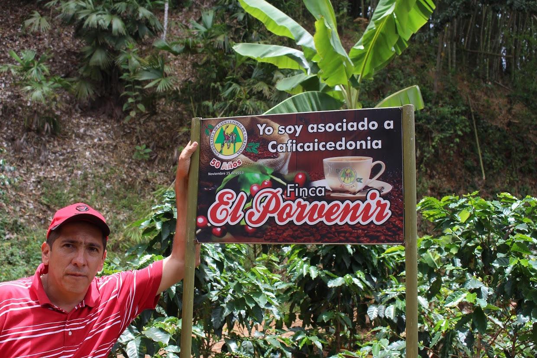 """superlost coffee new york """"width ="""" 1240 """"height ="""" 826 """"/> </p> <p>"""" Sa famille a aidé à identifier une petite ferme dans une montagne éloignée région, qui était désireuse de nous faire visiter et voir si nous pouvions créer une relation avec le contremaître César """", a déclaré Deahl Daily Coffee News. """"Il nous a invités à tous les aspects de la croissance, de la récolte et du traitement, et nous avons conclu un accord avec lui pour payer un montant supplémentaire à l'avance pour soutenir la ferme de manière responsable – et nous avons donc assuré les meilleurs haricots verts de qualité de la récolte """". </p> <p> Ce café a été rôti sur la série UG de la série UG pré-1958 de Superlost avant d'être emballé pour une course limitée sous le nom de Solo Sábado, un signe de tête à une tradition dans le village de caféification pour rôtir le café en tant que communauté le samedi. </p> <p> <img data-attachment-id="""