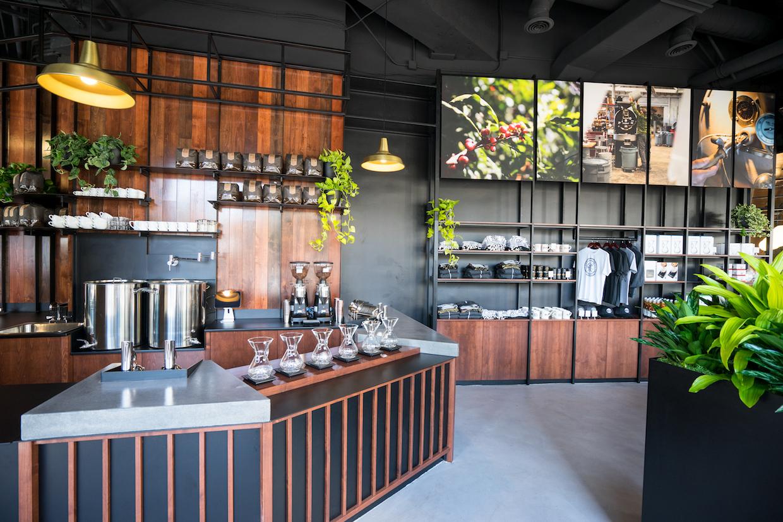 """Coava Coffee San Diego """"width = """"1240"""" height = """"827"""" /></p></noscript><p> Felix-Lund a déclaré que pendant que le Le futur n'est pas encore écrit, il n'existe aucun plan actuel pour établir un roastery à San Diego. Les cafés grillés pour l'entreprise sont expédiés de Portland, où la prochaine étape de l'entreprise est, selon Felix-Lund, d'ouvrir l'emplacement de Portland de Southwest Portland, très retardé mais très attendu, en octobre.</p><p> Dit Felix-Lund, """"Cela va être génial"""".</p><p> <img data-attachment-id="""