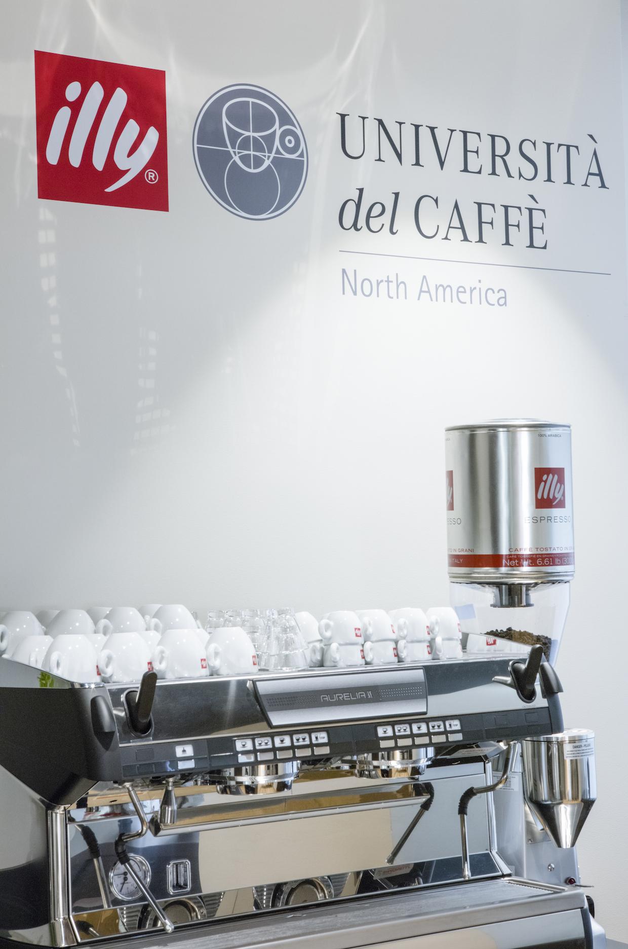 """illy san francisco """"width ="""" 1240 """"height ="""" 1872 """"/> </p> <p> Illy a lancé son programme universitaire en 1999 en Italie et a élargi le programme en Amérique du Nord en 2008 à travers des partenariats avec des établissements culinaires, notamment The Culinary Institute of America (CIA) et le Centre culinaire international (ICC). une large gamme, offrant aux consommateurs des cours sur l'appréciation du café tout au long d'un cours de maîtrise interuniversitaire en économie du café et en sciences offert à Trieste. </p> <p> Dirigé par Illy Master Barista Giorgio Milos, cours offerts actuellement au Le campus de San Francisco s'adresse principalement aux consommateurs curieux du café, bien qu'un représentant de l'entreprise ait déclaré à Daily Coffee News que l'espace serait également utilisé pour la formation barista et pour la formation et l'éducation pour les clients en gros et d'autres professionnels des aliments et des boissons. </p> <p> <span id="""