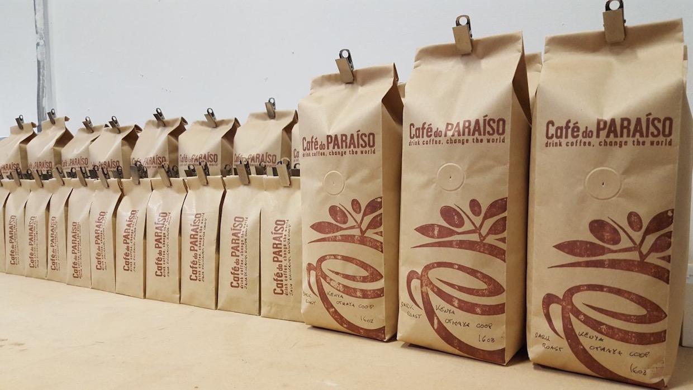 """cafe do paraiso las vegas coffee """"width ="""" 1240 """"height ="""" 698 """"/> </p> <p>"""" Notre objectif est de faire en sorte que tous les consommateurs puissent boire notre café pour ne pas simplement croire qu'ils peuvent changer le monde, mais comprennent ce qui se passe dans le monde, voyez ce que ac qu'ils peuvent prendre qui peuvent faire une différence, être connecté à des personnes et des organisations qui font une différence dans leurs communautés, et prendre des mesures pour rendre le monde meilleur endroit en conséquence """", a déclaré Carver. </p> <p> <span id="""