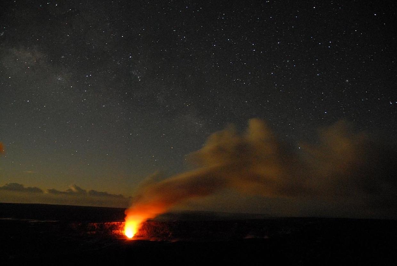 volcan actif en éruption de hawaii