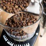 Vous recherchez le meilleur moulin à café pour Cold Brew? • haricot haché
