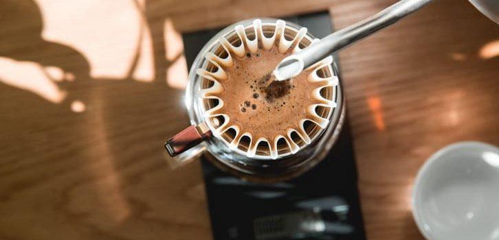Comment l'agitation améliore-t-elle le filtre café? • haricot haché