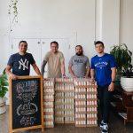 Un café préparé donnant des centaines de caisses de bière à Covid Front-Liners en Floride