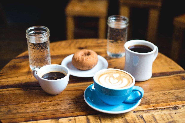 café et beignet pixabay