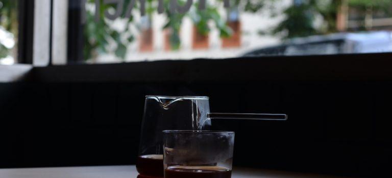 Harken Coffee appelle dans le quartier de Japantown à Vancouver en Colombie-Britannique
