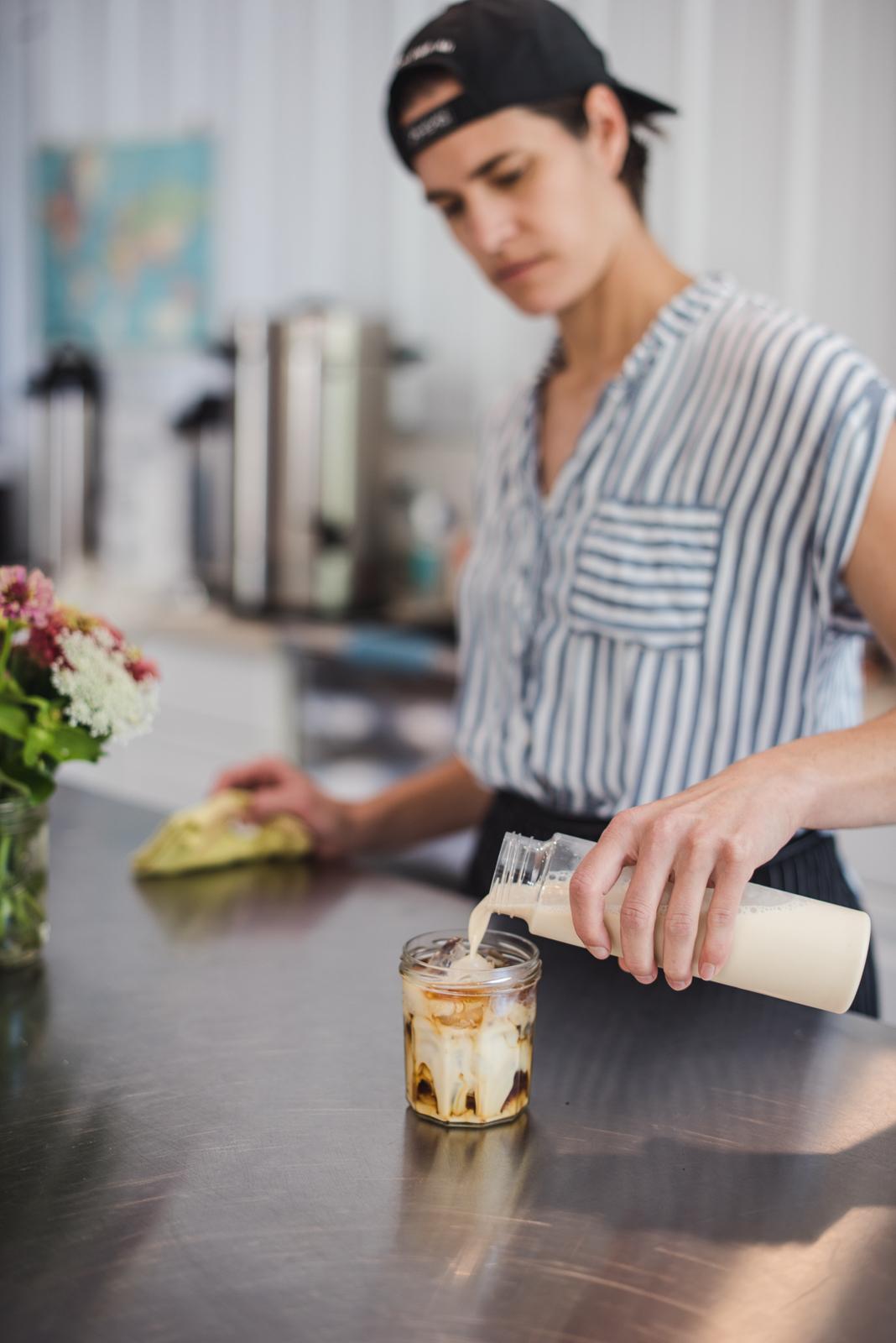 verser du café au lait