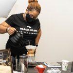 Le grand café noir est le sujet du café Blackology à RaleighDaily Coffee News by Capsules Café